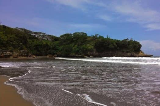 pantai-serang1