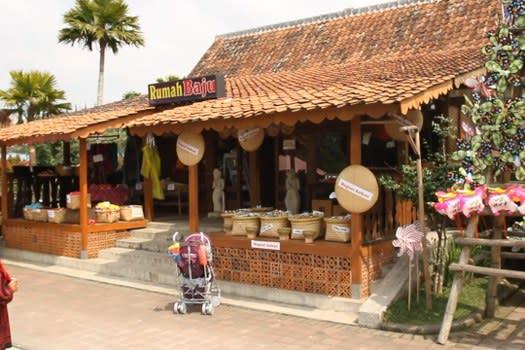 Belanja di Floating Market