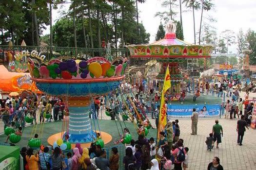 Wahana di Bandung Carnival Land