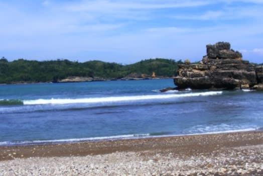 pantai-serang2