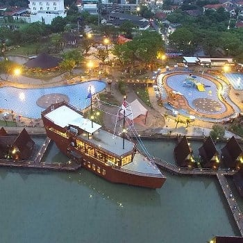 Megahnya Cirebon Waterland