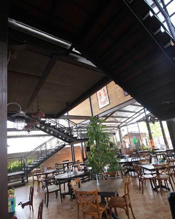 la-taverna-cafe-resto-solo-2