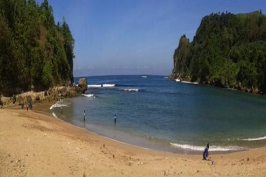 pantai-pangi1
