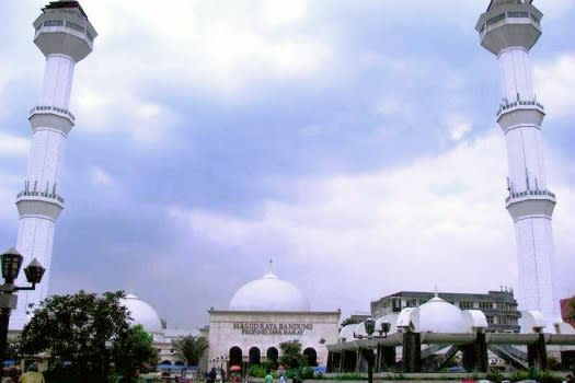 Masjid-Raya-Bandung