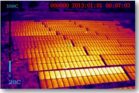 Термограмма работающей солнечной батареи на опоре
