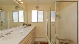 26626 Paradise Valley Rd - Bathroom