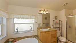 26640 Paradise Valley Rd - Master Bathroom