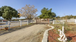 26640 Paradise Valley Rd - Driveway