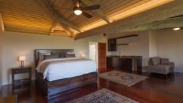 904 Kupulau Dr - Master Bedroom