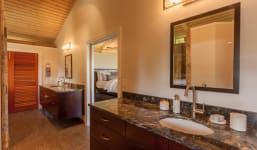 904 Kupulau Dr - Master Bathroom