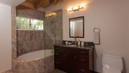 904 Kupulau Dr - Guest Bathroom With Deep Soaking Tub