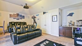 Beautiful Custom Built Home In Rockwall, Tx - Wetbar And Fridge, Just Need The Popcorn!