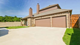 Beautiful Custom Built Home In Rockwall, Tx - Three Car Garage With Additional Car Pad.