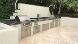 1581 Brickell Ave - Grilling Area