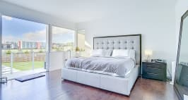 Price Reduced In Usd 60,000 / Sellers Offer Money Incentives For Closing Costs. - Master Bedroom