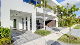 Price Reduced In Usd 60,000 / Sellers Offer Money Incentives For Closing Costs. - Parking Space For 4 Cars Outside