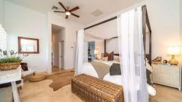 West Point Villa in Crystal Harbour, Seven Mile Beach, Cayman Islands - Image 15