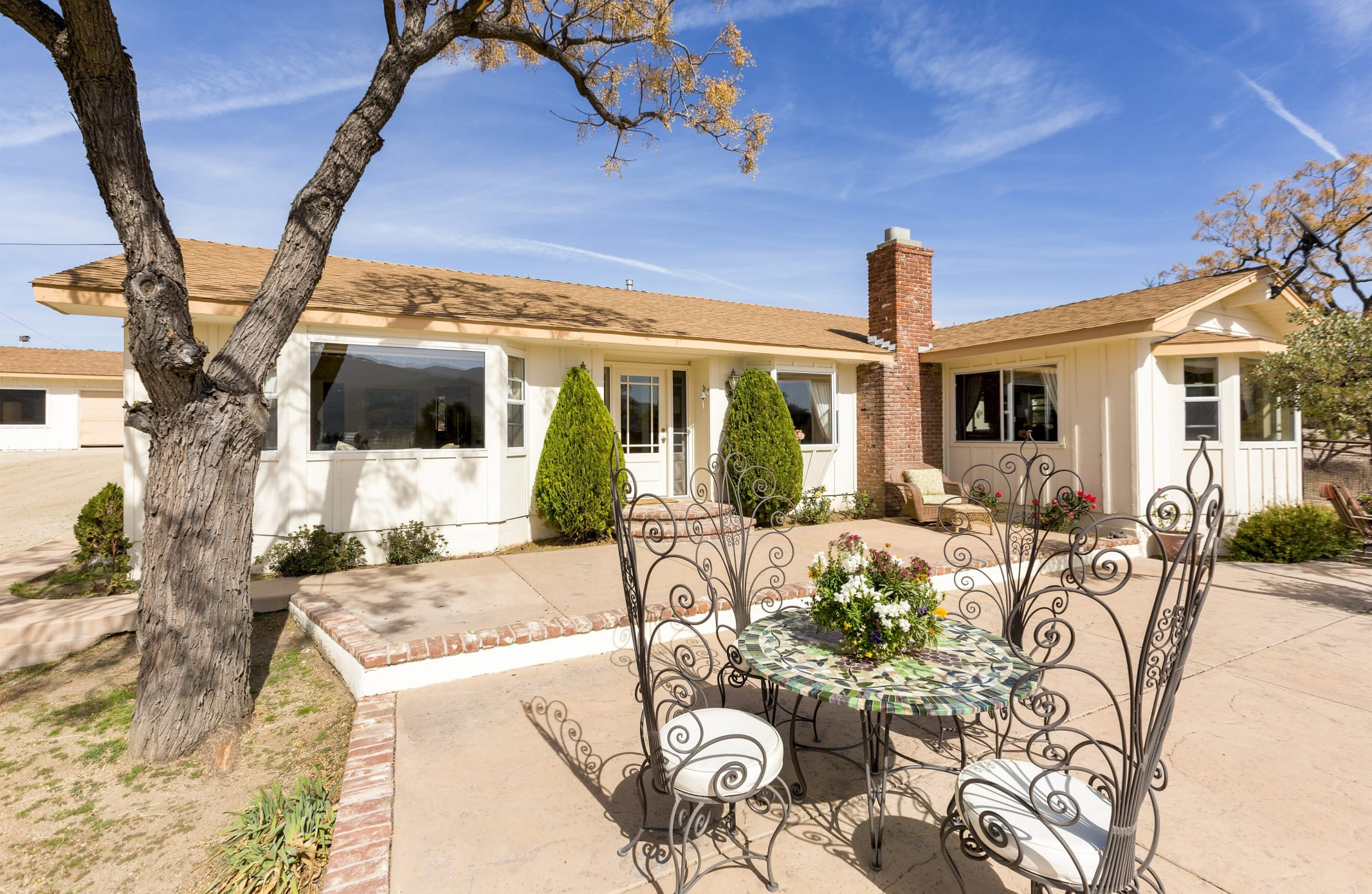 26626 Paradise Valley Rd - Front