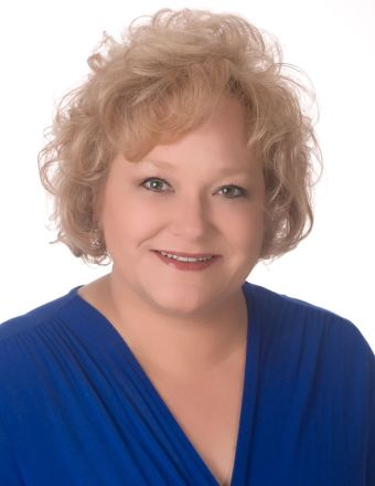 Julie Dickey Profile Picture