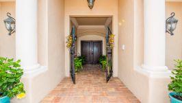 Luxurious Courtyard Home