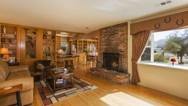 26626 Paradise Valley Rd - Living Room