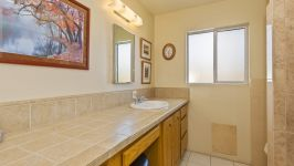26626 Paradise Valley Rd - Bathroom
