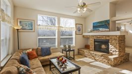 26640 Paradise Valley Rd - Family Room