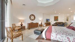 Villa Regina At Brickell - Master Bedroom
