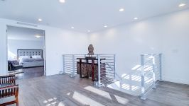 Price Reduced In Usd 60,000 / Sellers Offer Money Incentives For Closing Costs. - Entrance View To Master Bedroom 2nd Floor