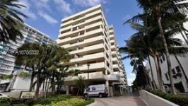 1621 Collins Ave 208