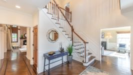 5 Beacon Hill Dr - Entry Way