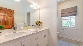 5 Beacon Hill Dr - Hallway Main Bathroom