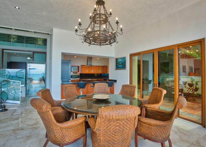 Villa Turquesa dining room