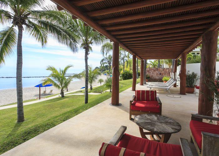 Punta Esmeralda lounge area