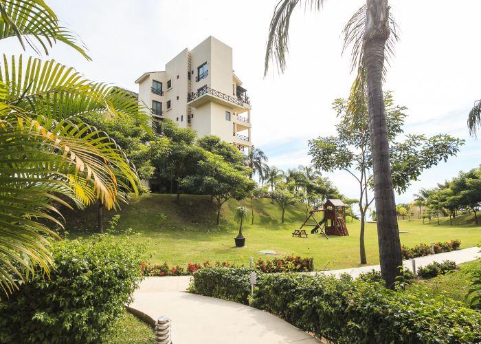 Punta Esmeralda pathways