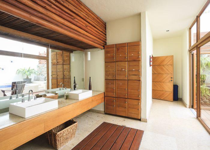 Punta Esmeralda spa lockers