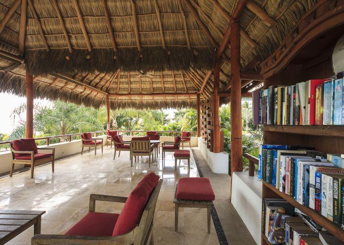 Punta Esmeralda Lounge