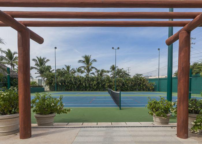 Punta Esmeralda tennis courts