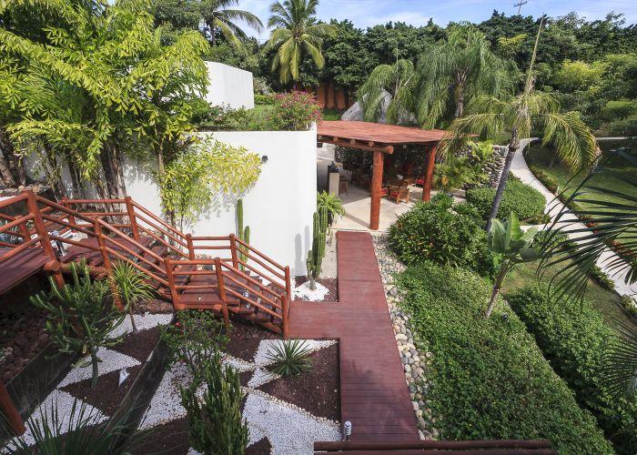 Punta Esmeralda grounds