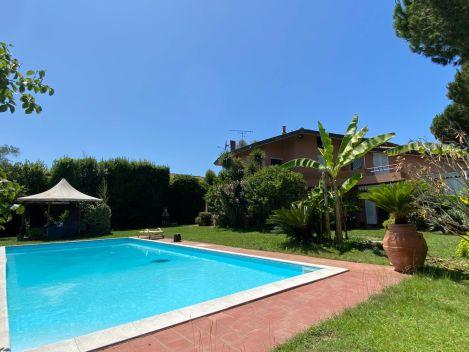 Via Ugo La Malfa, Camaiore, Lucca