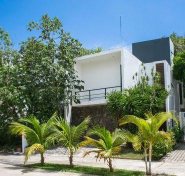 Amanecer entre calle Aurora y av. La Gloria, Playa del Carmen, Quintana Roo