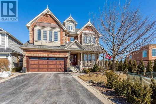 31 SELKIRK DR, Whitby, Ontario