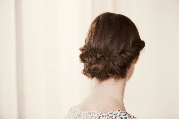 Comment Realiser Un Chignon Tresse Chignon A Faire Soi Meme Envie De Plus France
