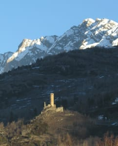 Il complesso di Châtelard, nel XIII secolo roccaforte del vescovo di Tarantasia