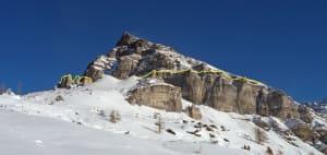 3-2. Al di sotto della linea gialla, le evaporiti triassiche formano la base della Becca d'Aran (Valtournenche), poi cominciano a perdere di spessore.