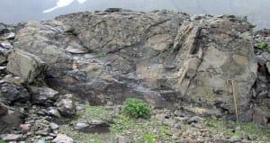 7. Breccia di pillows con alcuni cuscini di lava interi, 450 m ad ovest della Pointe Rousse (Vallone del Breuil, La Thuile). Foto Paolo Castello.