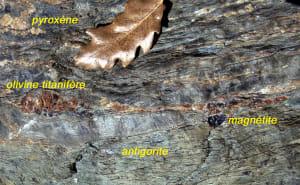 6.Minéraux océaniques et minéraux alpins dans la serpentinite du Mont Tsailleun.