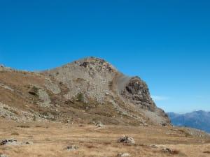6. Coupe de la faille sur le Mont Ros. Le compartiment supérieur se rapproche de l'observateur.