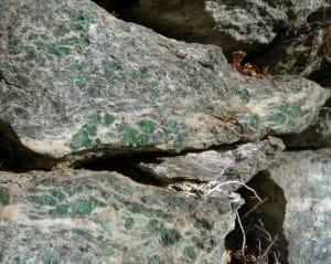 7.Conci a smaragdite su muretto a Maison-Neuve, Saint-Vincent.