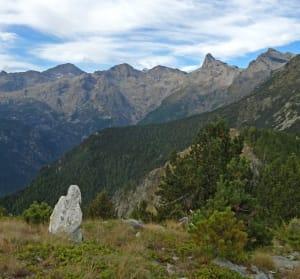 1. Segnale di confine fra Comuni, sul crinale della Punta Lyan (Champdepraz-Chatillon).